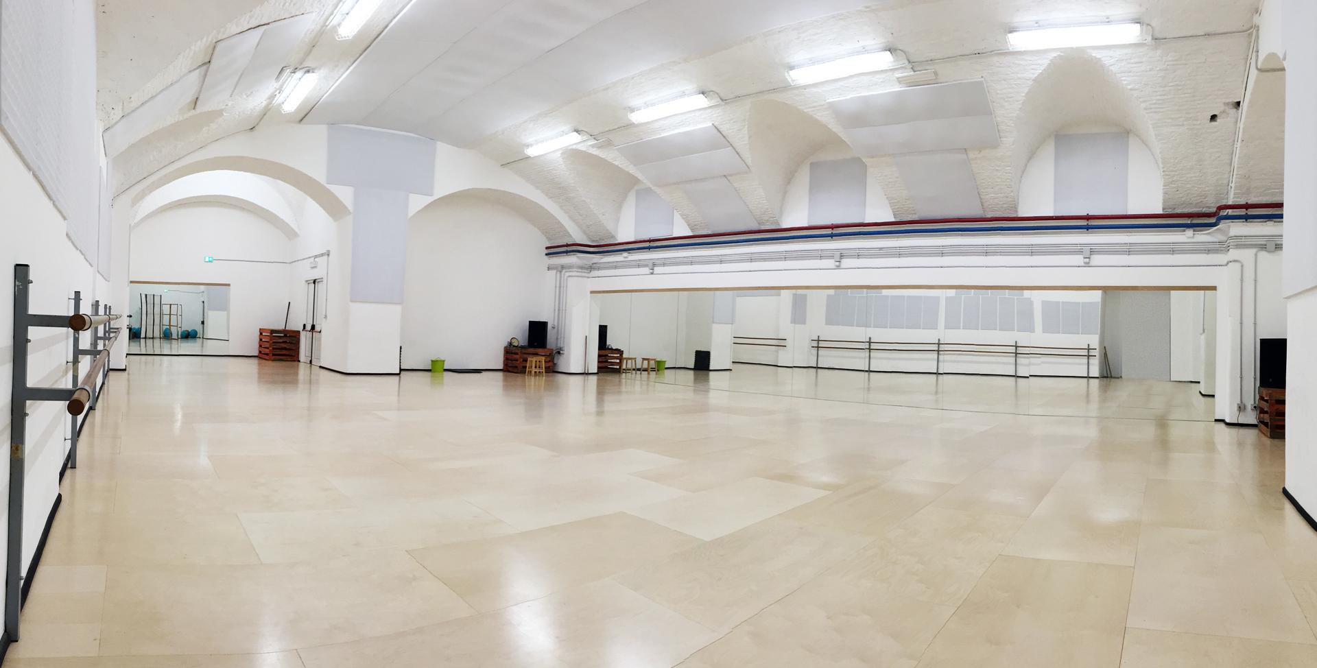 Ambienti dell 39 accademia for Arredamento scuola di danza